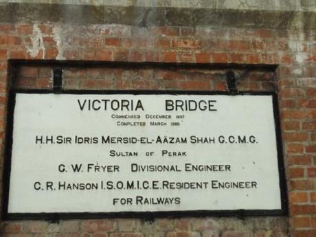 "Jambatan Keretapi Victoria "" Victoria Bridge"" Karai, Enggor"