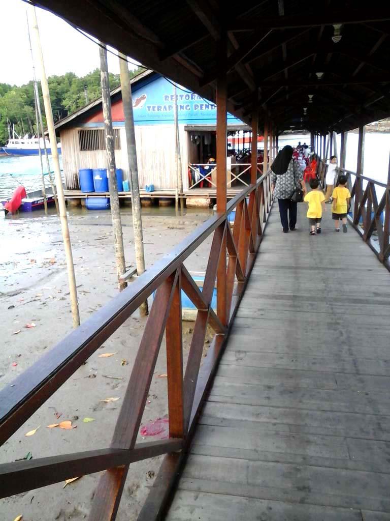 Tempat makan best di Johor Bahru : Restoran Terapung Pendas