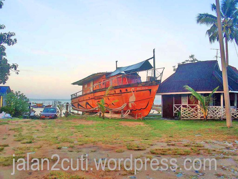 Tempat Menarik di Johor : Pantai Penyabong, Mersing dan Chalet