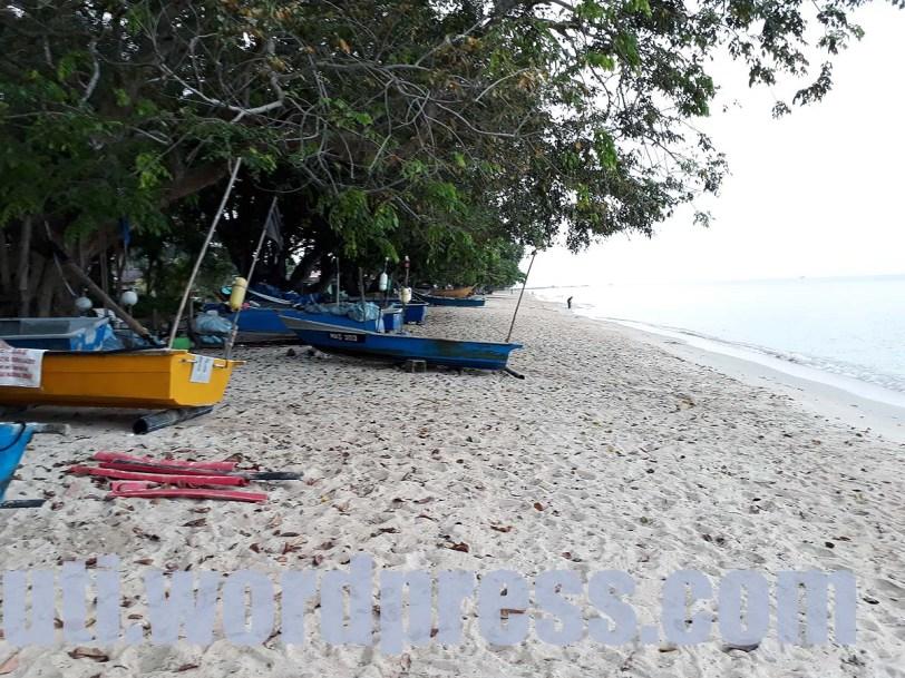 Pantai Padang Kemunting, Melaka : Tempat Menarik Pantai Cantik Mulus